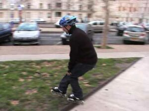 inline-skating-grass-stop