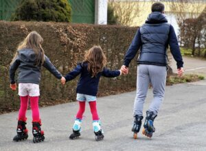 dad-inlineskating-with-his-two-daughters